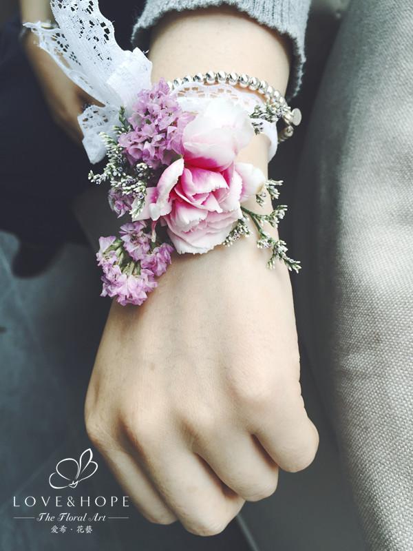 新娘手腕花饰 1.韩式心形婚车 2.韩式v形婚车 1.