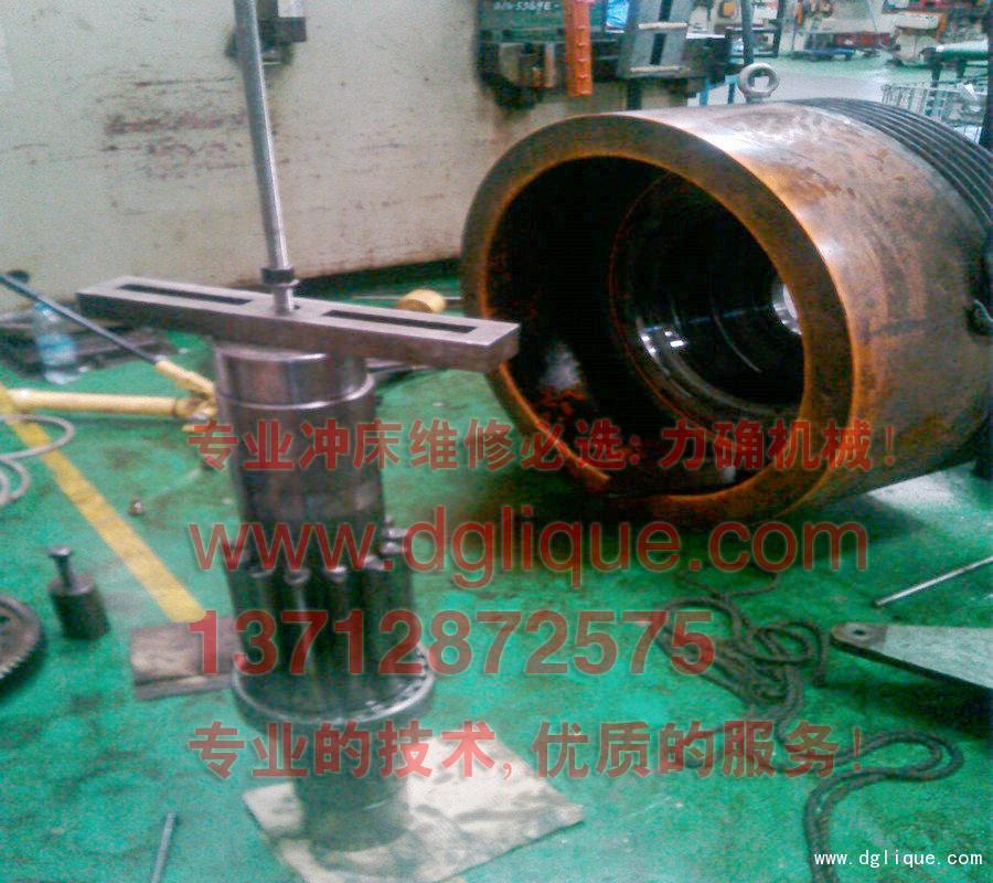 协易250吨单曲轴冲床更换湿式离合器油封/更换传动