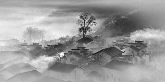 山村秋烟图(组照1) 作者采用中国传统水墨画的手法