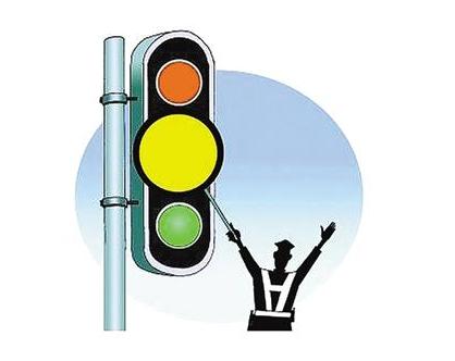 《开车遇黄灯,你应该知道的3种正确做法》 很多车主都认为,在临近起步