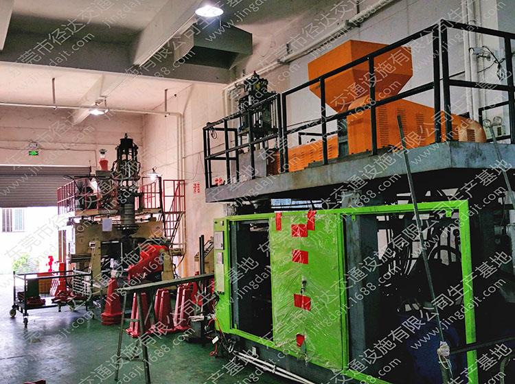 水马路锥防撞桶等生产机器