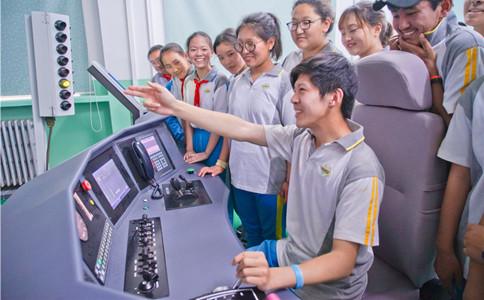 石家庄铁路中专学校加强机车驾驶教学