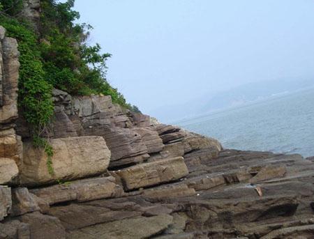 桃花岛面积不算大,爬山崖