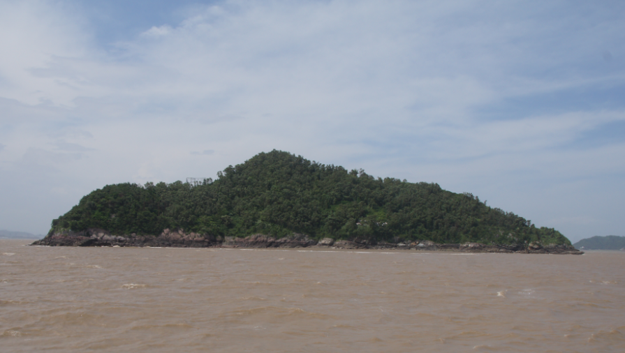 桃花岛位于乐清市南岳镇乐清湾海域境内,是温州市远近闻名一块旅游